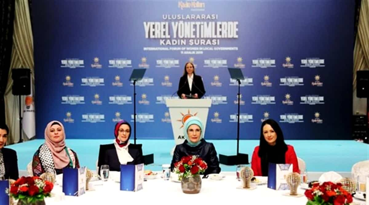 Devletin sanatçıları AKP Genel Merkezinde konser verdi yerel yönetimde kadın şurası