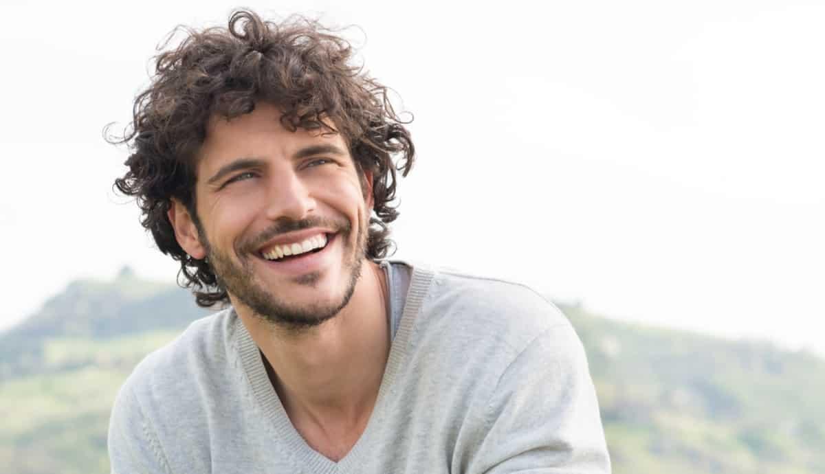 Diş estetiği: Beyazlatma, implant, yaprak porselen kaplama