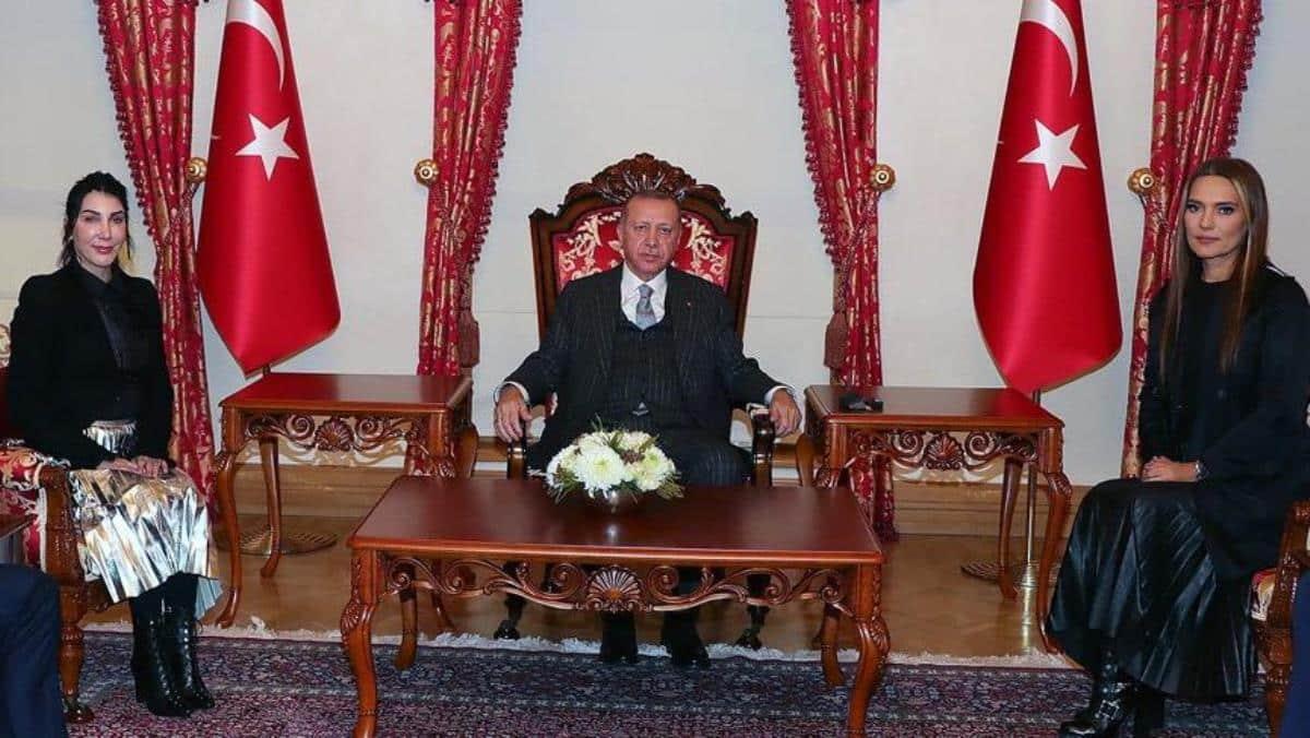 Erdoğan, Hande Yener ve Demet Akalın kabul etti