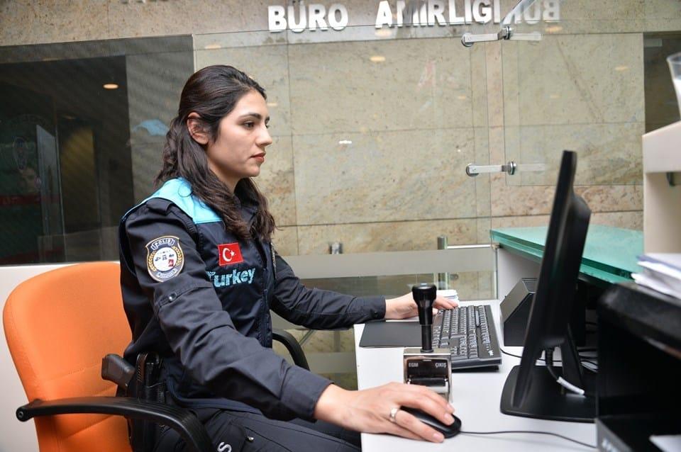 havalimanı pasaport polisi turkey yazısı