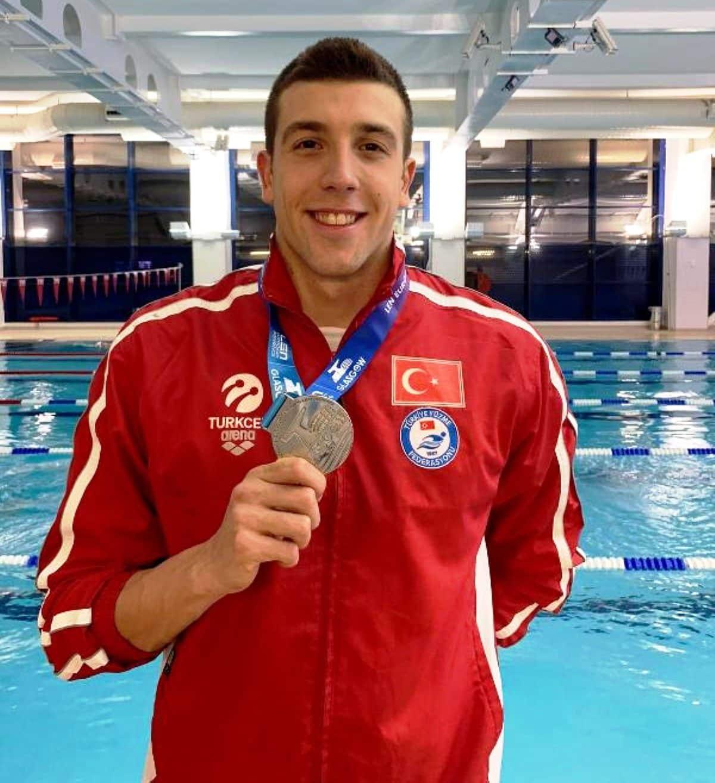 Milli yüzücü Emre Şakçı kurbalağama gümüş madalya!