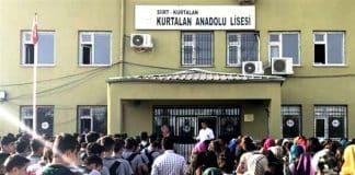 siirt kurtalan anadolu lisesi Okul müdürü kız öğrencilere hakaretler ederek etek boyu ölçtü