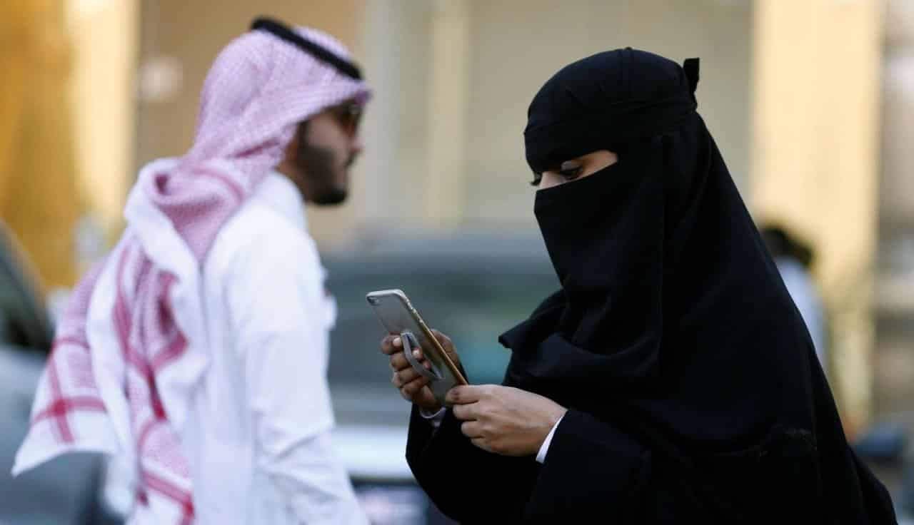 Suudi Arabistan kadınlar artık erkeklerle aynı kapıdan geçebilecek