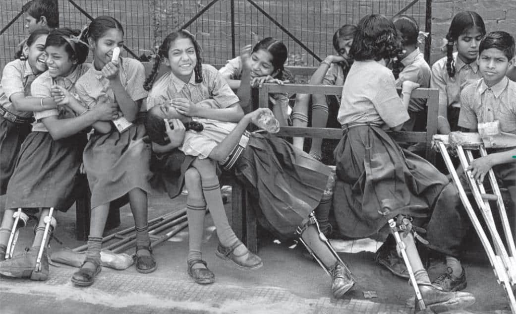 (Yeni Delhi, 2001. Amar Jyoti Rehabilitasyon ve Araştırma Merkezi. 540 öğrencisi bulunur.)