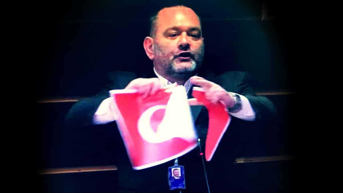 Avrupa Parlamentosu Türk bayrağını yırtan Yunan vekile lagos yaptırım