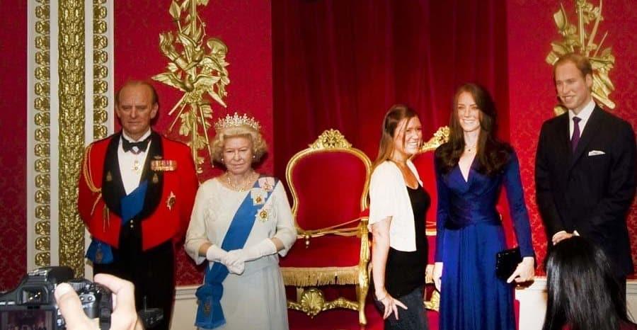 Kraliçe, Madame Tussuads'tan çiftin bal mumu heykellerini kaldırttı