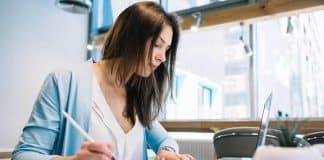 Kadınlar tam zamanlı işlerden dışlanıyor: Daha az kazanıyor!