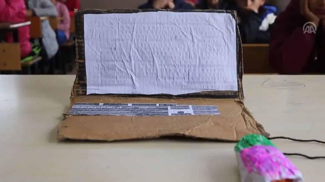 Diyarbakır kartondan bilgisayar ile ders yapıldı