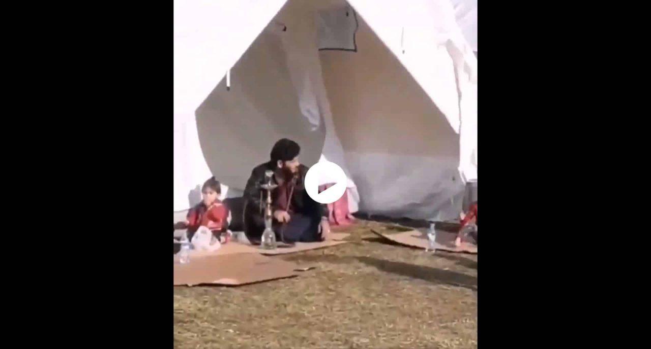 deprem çadırında nargile keyfi yapan suriyeli