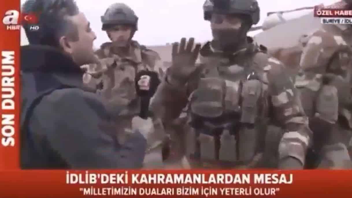 A Haber muhabiri İdlib deki Türk komutanı taciz etti