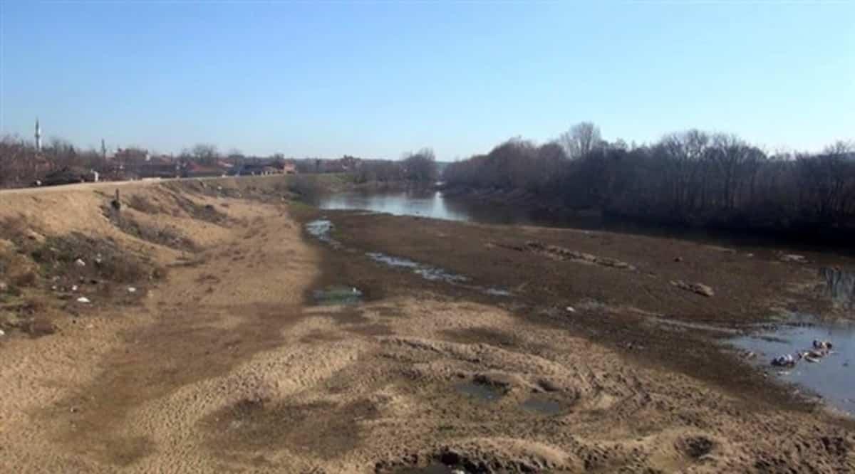 Edirne Tunca nehrinde kuraklık: Yazın bu kadar kurumuyordu!