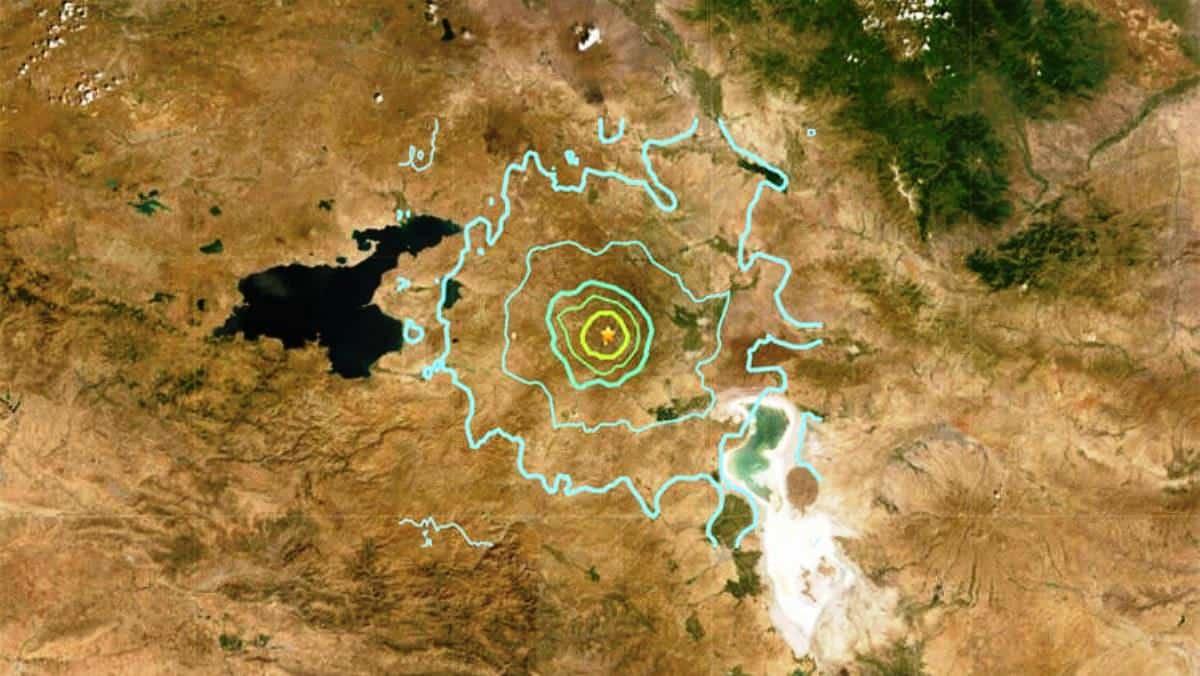 İran deprem: Van sınırında kerpiç evler yıkıldı