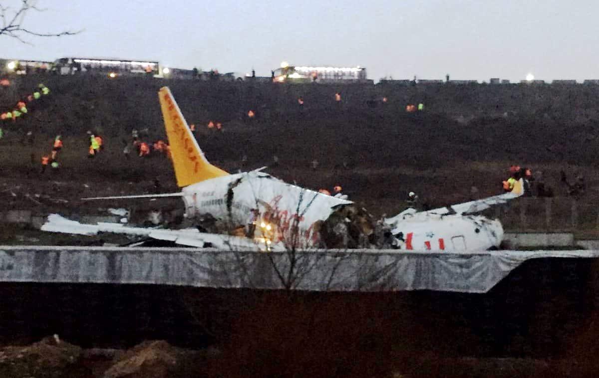 Sabiha Gökçen'de uçak kazası: Uçak pistten çıktı!