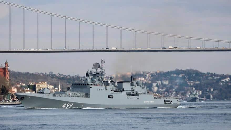 Rus fırkateyni İstanbul Boğazı'ndan geçti
