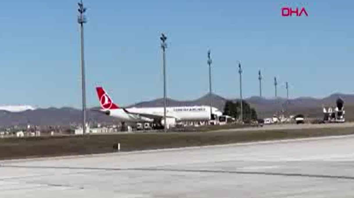 Sağlık Bakanı: THY nin Tahran uçağındaki 132 yolcu karantinada