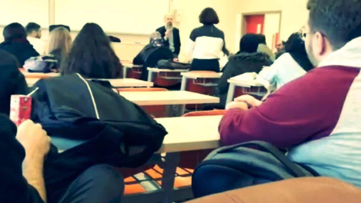 Yıldız Teknik öğrencileri Bedri Gencer'in dersini terk etti