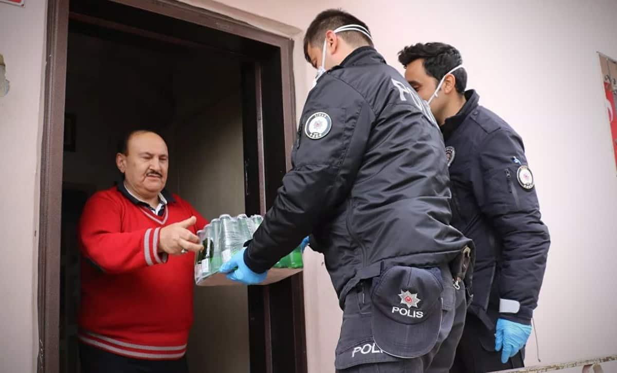 Evden çıkmayan vatandaş 112 yi arayıp maden suyu istedi