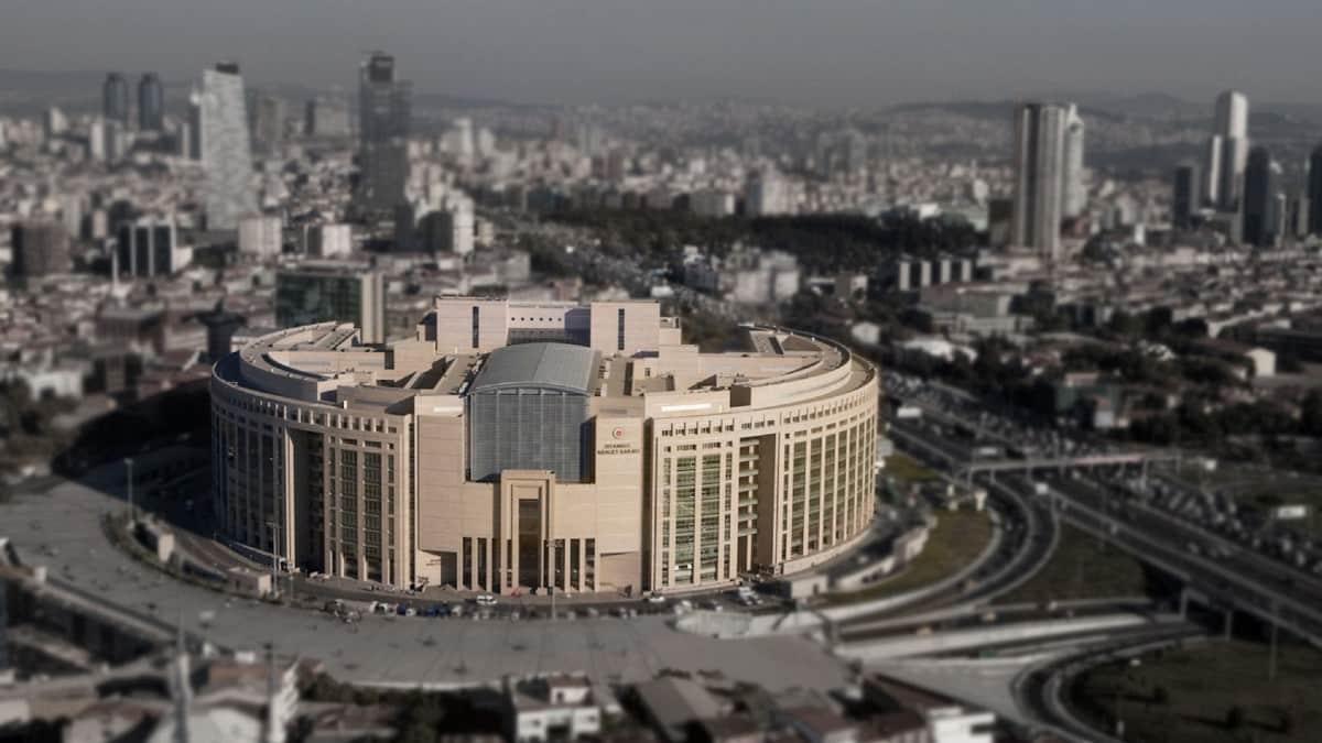 İstanbul Adliyesi tutuksuz davaların duruşması ertelendi