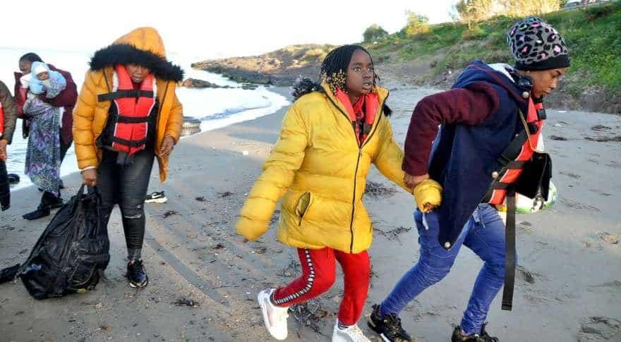 yunan sahil güvenlik mülteci botunu batırmaya çalıştı