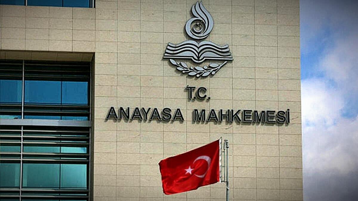 anayasa mahkemesi AYM kararı: Polisin internet abonelerinin kişisel verilerine ulaşma yetkisi alındı