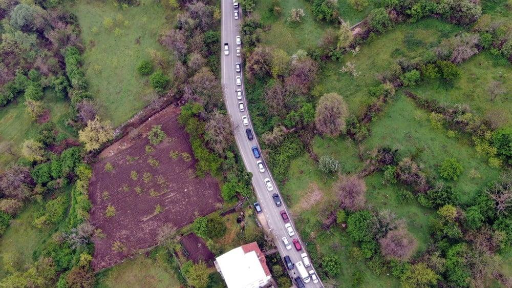 Bursa'da sokağa çıkma yasağı öncesi kilometrelerce su kuyruğu