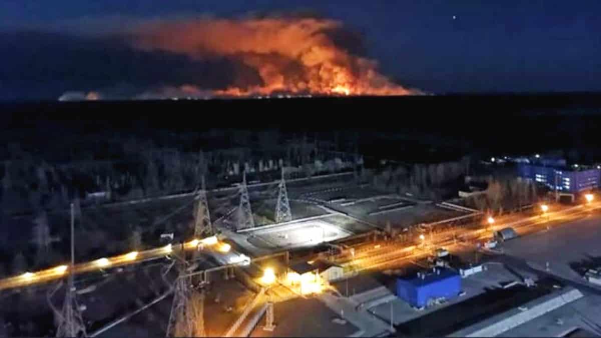 Çernobil yangını söndürülemedi: Nükleer atık deposuna yaklaştı!