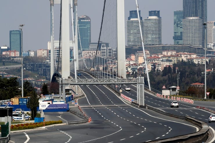 Boğaziçi Köprüsü Reuters fotoğrafları ile sokağa çıkma yasağında İstanbul