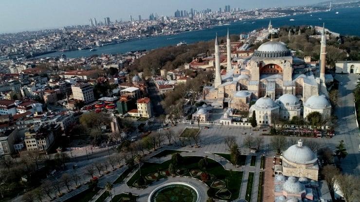 Ayasofya, Sultanahmet Meydanı