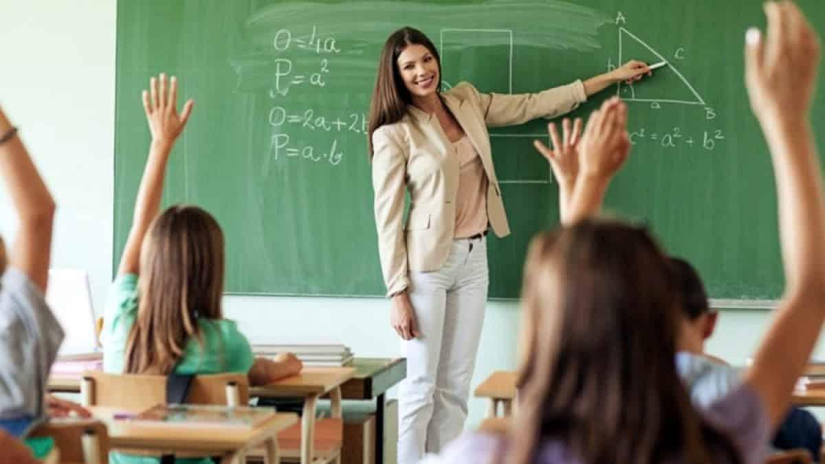 Öğretmenlere methiye