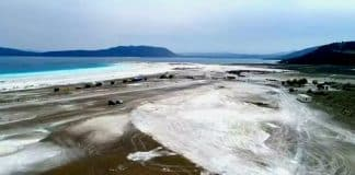Salda Gölü tahribattan geriye derin çukur ve lastik izleri kaldı