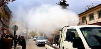 Sosyal mesafe uyulmayınca belediye araçla dezenfektan püskürttü şanlıurfa