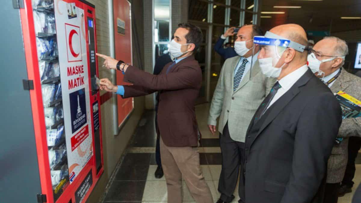Tunç Soyer İzmir metrosunda maskematik uygulaması başlattı