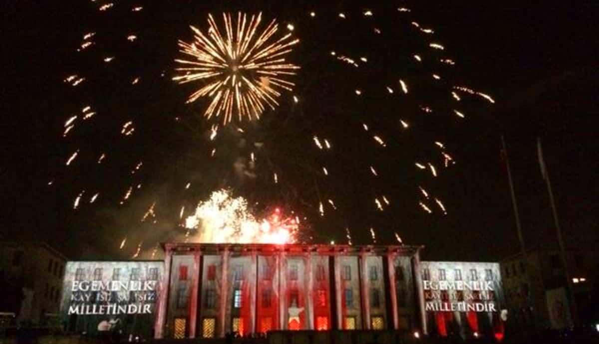 Tüm Türkiye hep bir ağızdan İstiklal Marşı söyledi