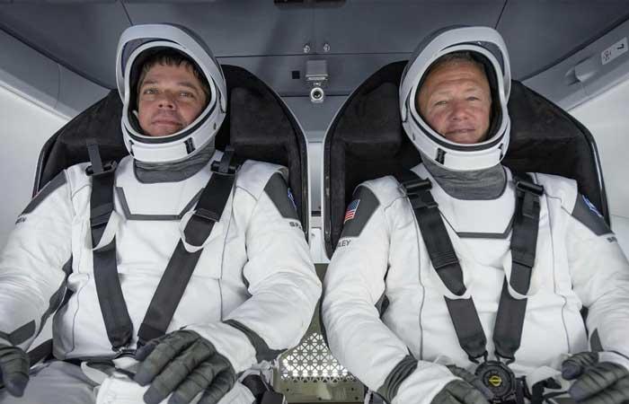 SpaceX Crew Dragon astronotları Doug Hurley ve Bob Behnken