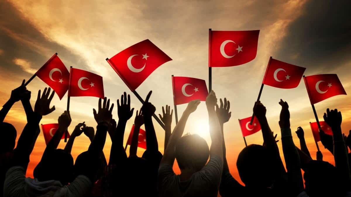 Araştırma: Türkiye'de gençler için özgürlük her şeyden önemli!
