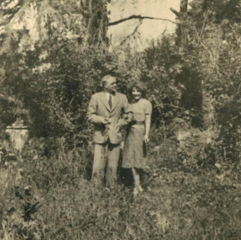 Aliye ile Karl Berger, Büyükada, 1947. Yusuf Taktak Koleksiyonu- SALT Araştırma Arşivi.