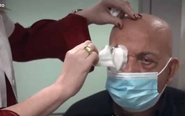 artificial cornea implant