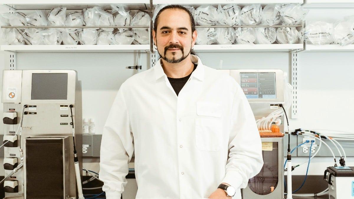 Virolog Dr. Semih Tareen