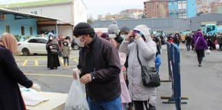 Memleketten yoksulluk manzaraları: 3500 kişi 1 kilo istavrit için kuyruğa girdi!