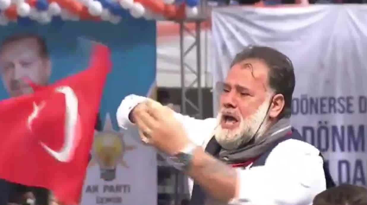 AKP kongresinde tuhaf hareketler yapan adam