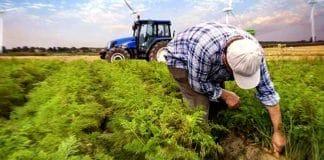 Traktörüne haciz gelen çiftçi kalp krizi