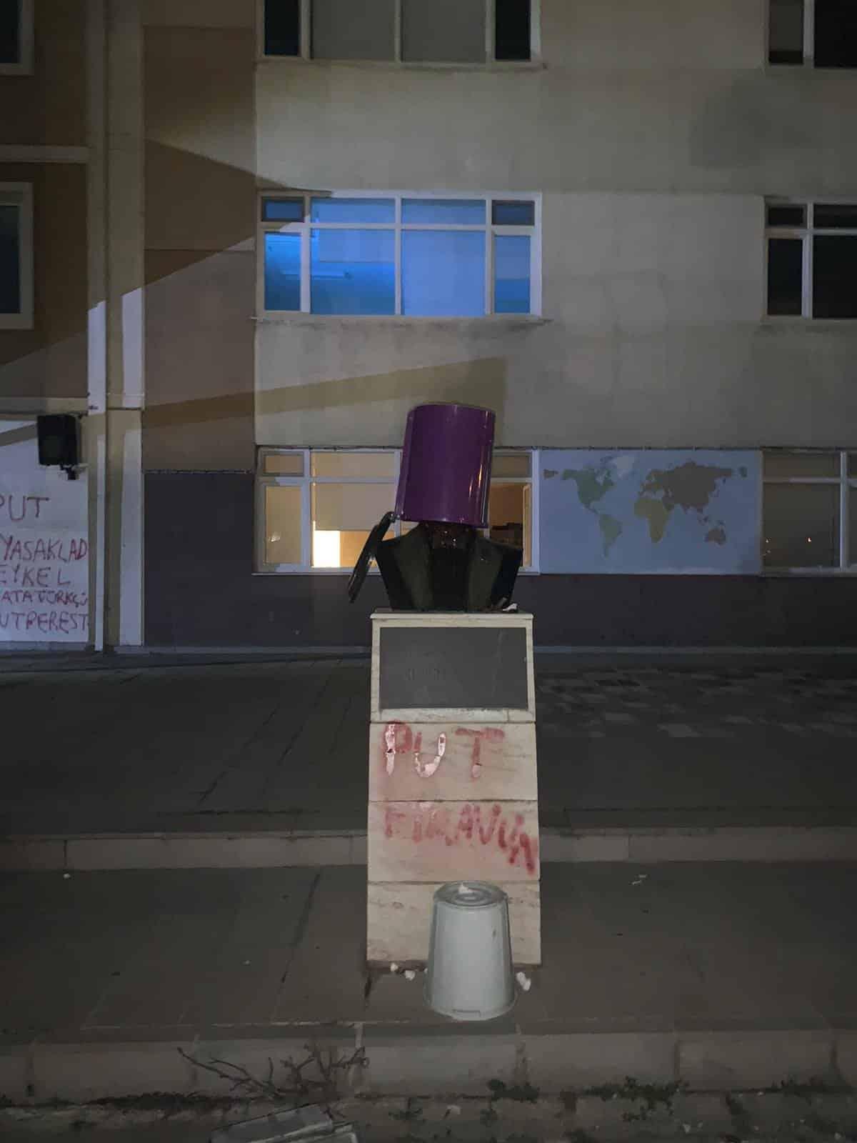atatürk büstü heykel saldırı