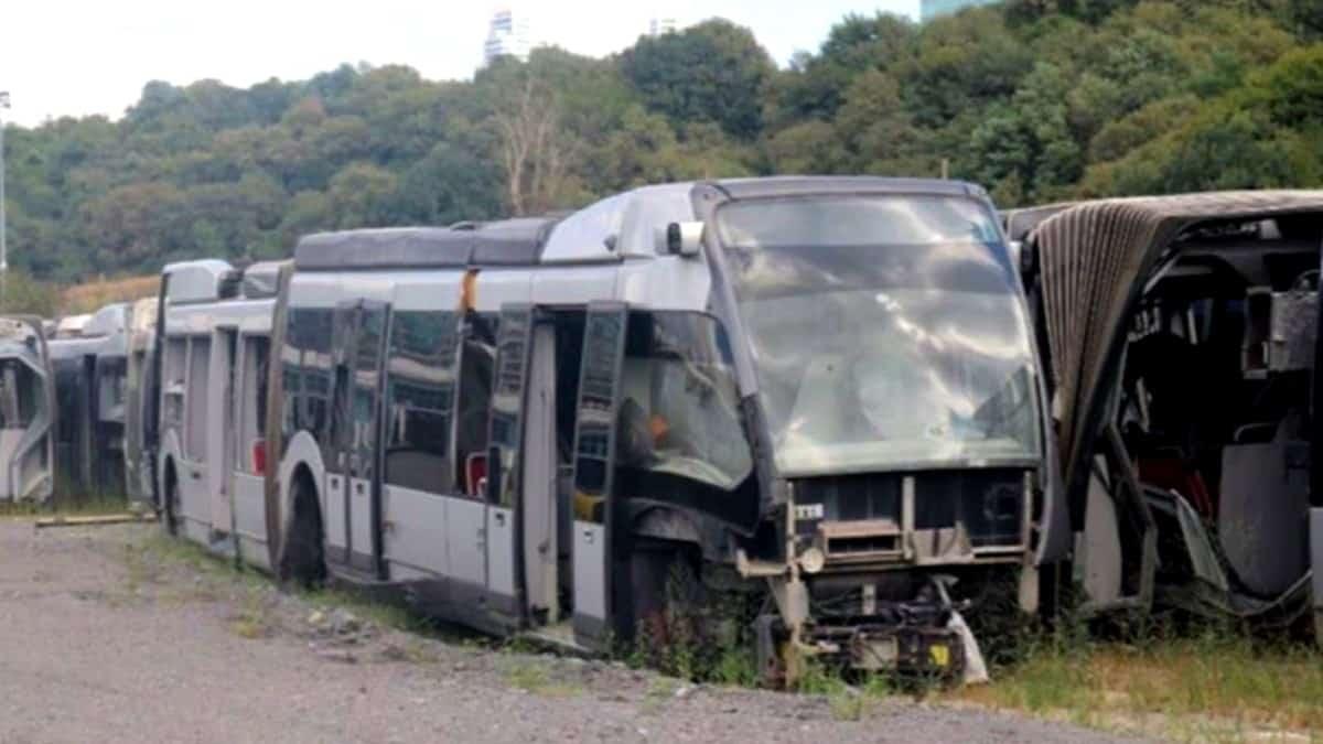 metrobüsler hurdalık